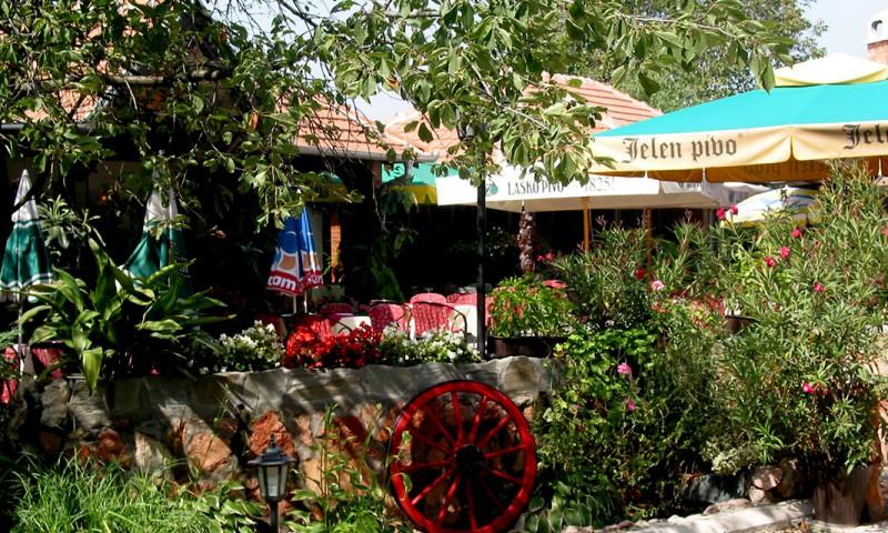 Letnja bašta restorana DRUMSKI RAJ
